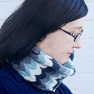 Scalloped Cowl by Kimberly Voisin