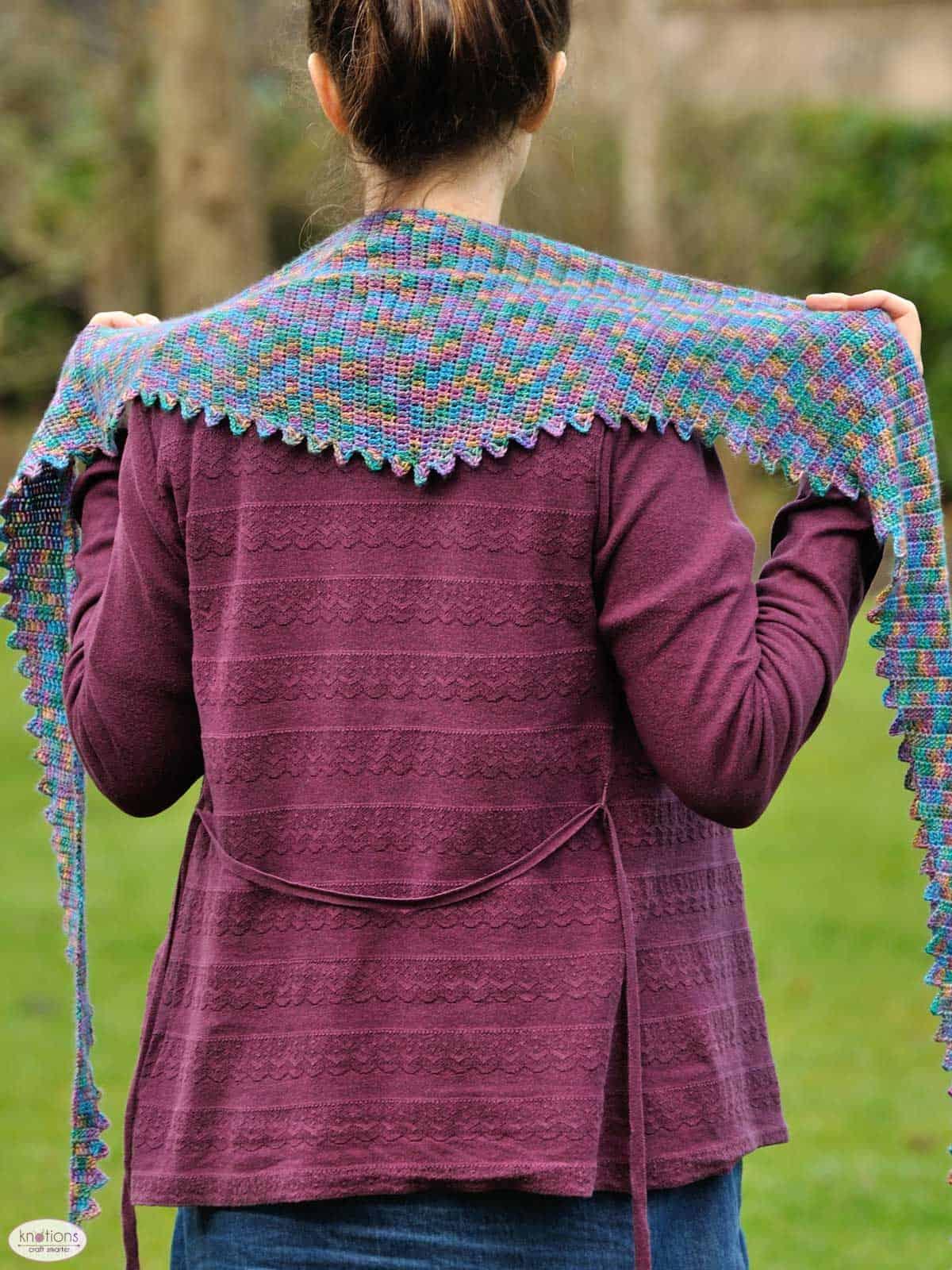 stegosaurus-shawl-3