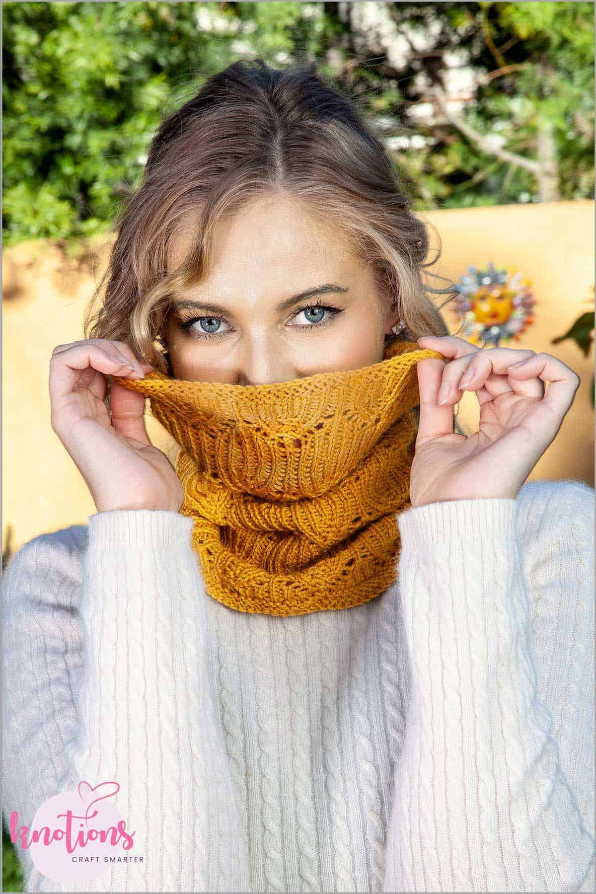 bells-cockleshells-cowl_small_2a