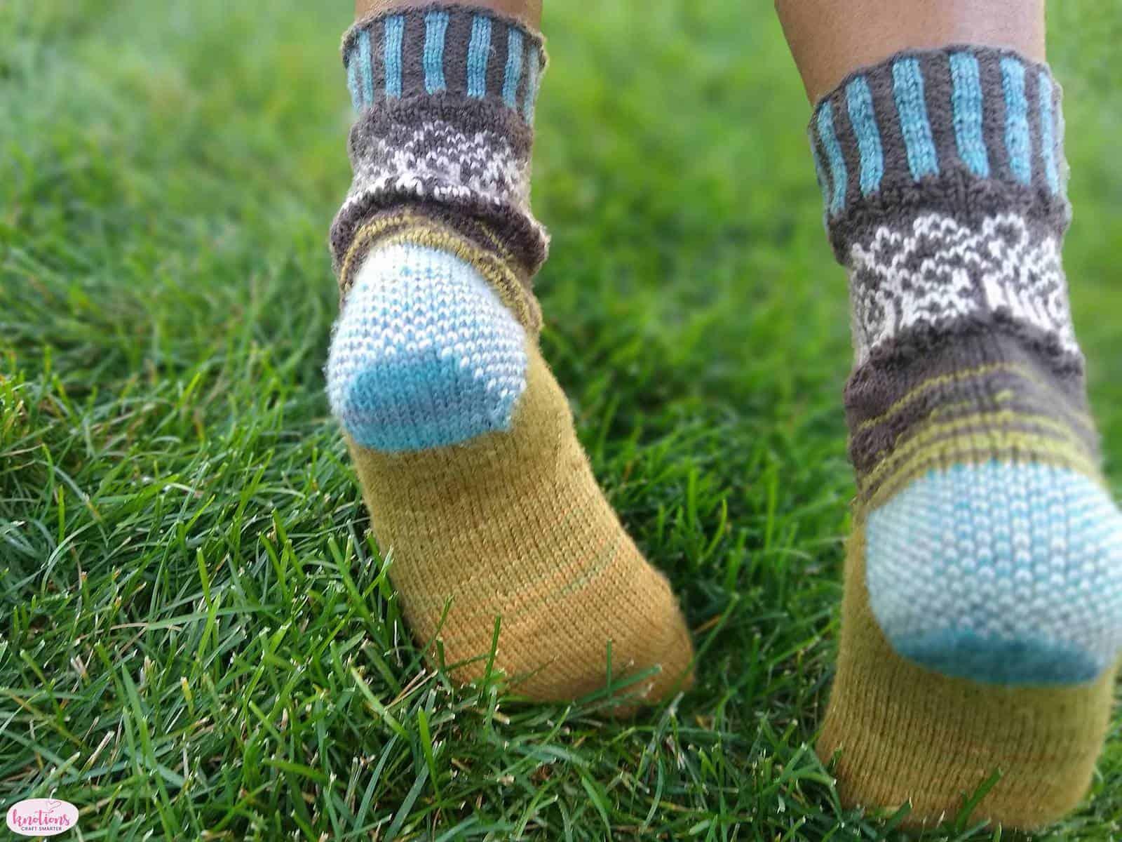 carved-wood-socks-8