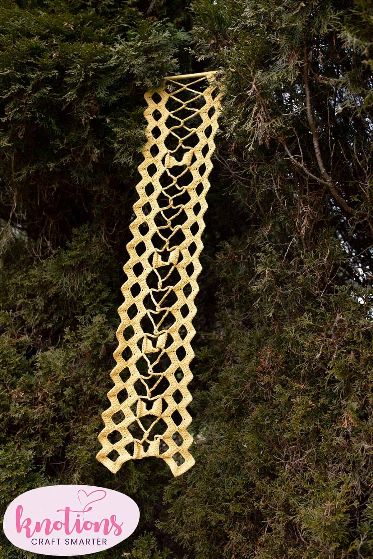 chain-link-banner-6