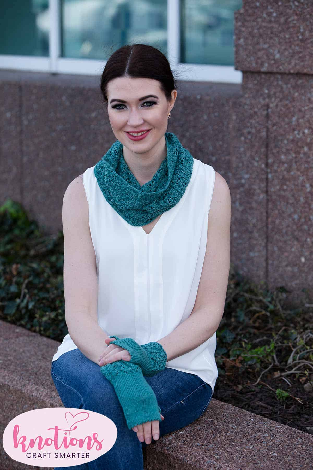 wren-cowl-and-mitts-1