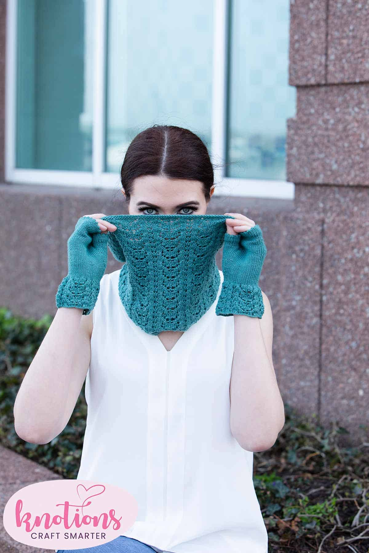 wren-cowl-and-mitts-2